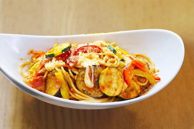 季節野菜とモッツァレラチーズトマトパスタ