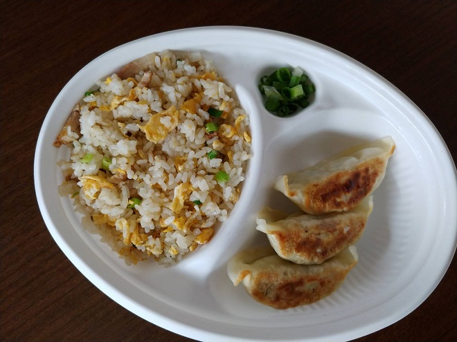餃子(3個)半炒飯弁当