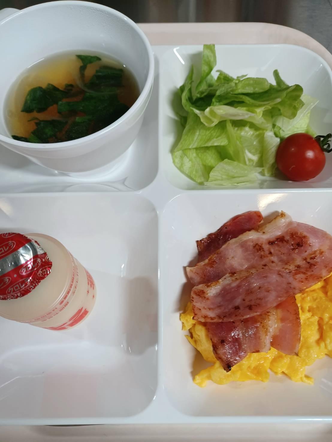 【5/17朝食】スクランブルエッグ&ベーコンとパン(Scrambledegg Bacon&Bread)