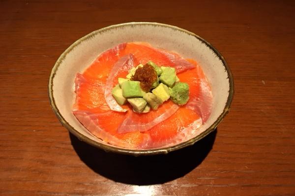 アボカドとろサーモン丼