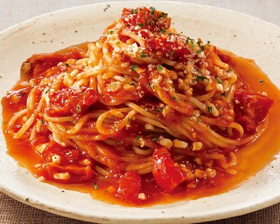 セミドライトマトとモッツァレラチーズのトマトソースパスタ