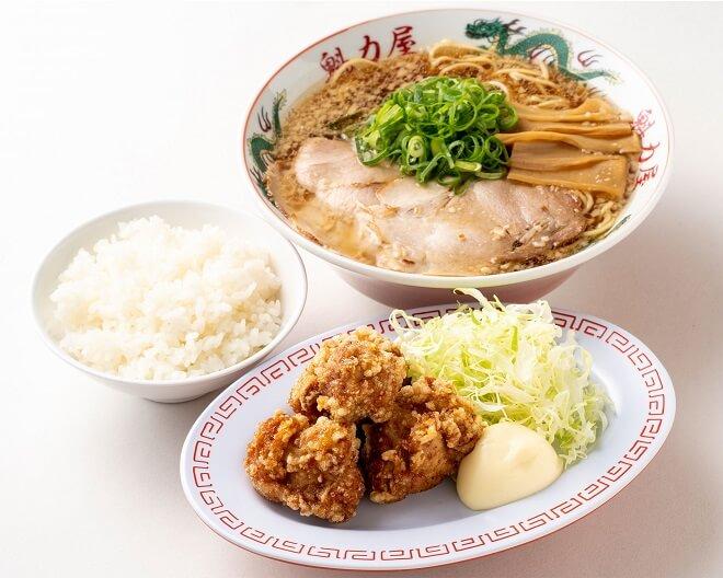 特製醤油ラーメン(レンチンタイプ)(並)+唐揚げ(4ヶ)+ごはん(小)セット