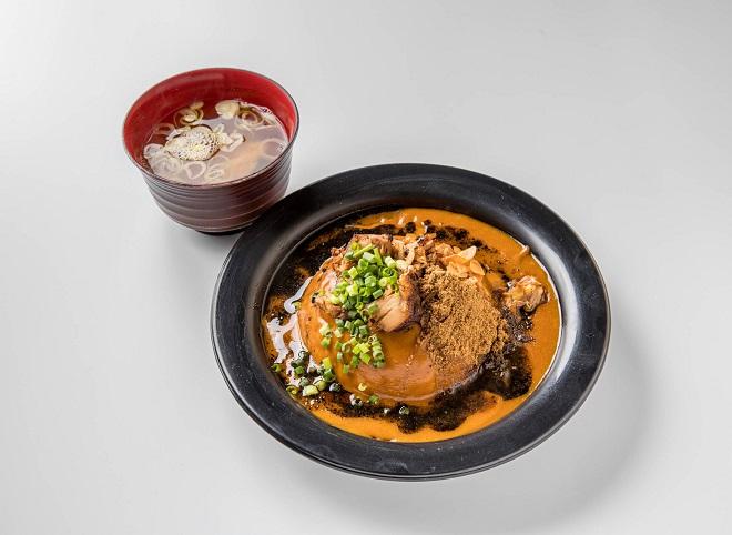 黒丼焼豚カレー 並盛(味噌汁付き)