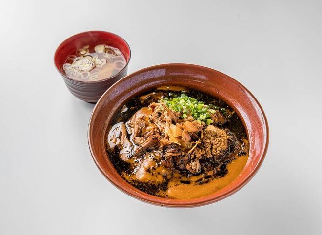 黒丼焼豚カレー 特盛(味噌汁付き)