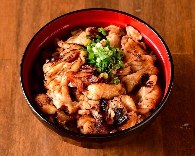 鶏皮丼 並盛(味噌汁付き)