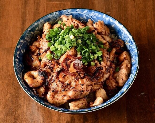 鶏皮丼 特盛(味噌汁付き)