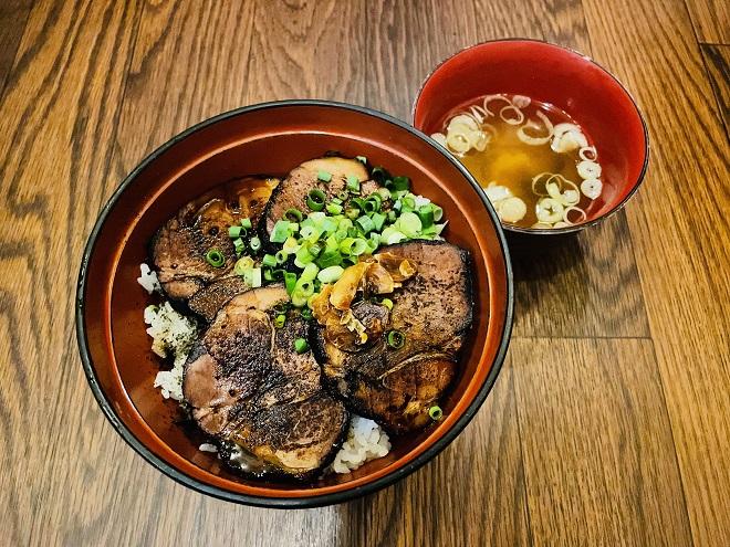 幸丼ロース 並盛(味噌汁付き)