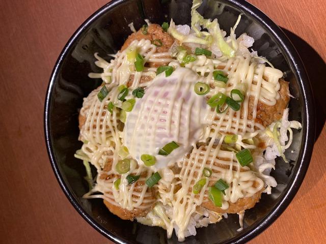 国産鶏つくね丼(照り焼き温玉のせ)