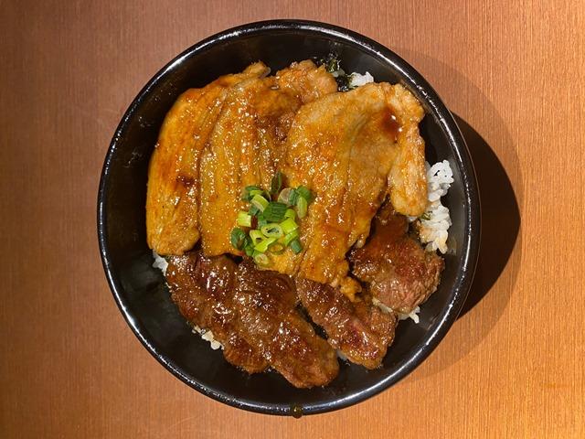 牛ハラミと国産豚カルビのコンビ丼