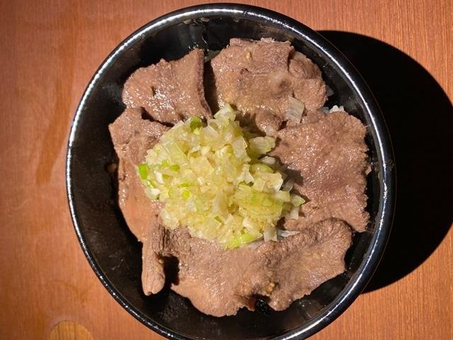 牛タンネギ塩丼