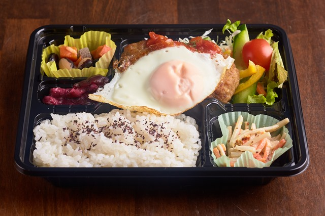 ハンバーグ+健康卵の目玉焼きご飯