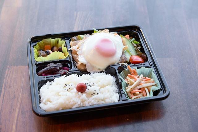 ホエー豚+健康卵の目玉焼きご飯
